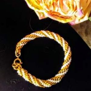 Pretty! Gold and white beaded bracelet